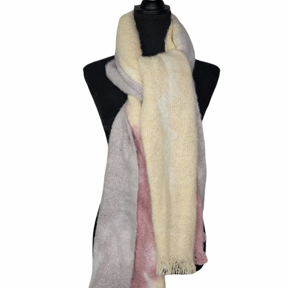 Amercan Eagle Outfitters Cozy Ombre Scarf